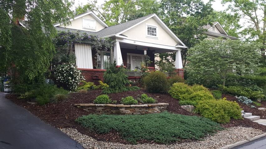 Lovely Bungalow in Cool West Asheville