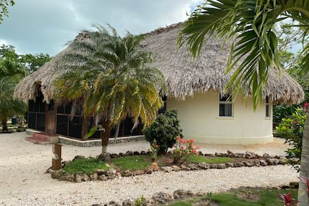 Charming , Artists' Casita on Chetumal Bay, Belize