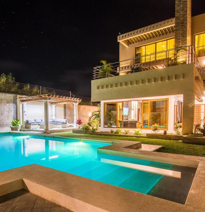 Luxury Villa w/Pool & Gazebo 5 min to Diani beach