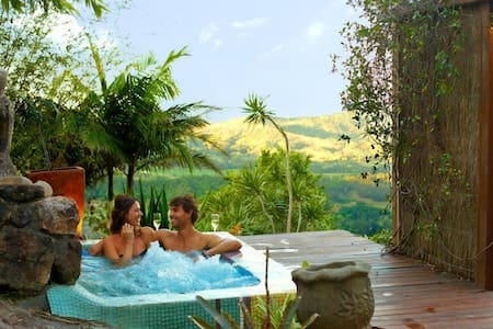 Private luxurious Villa with views - Mullumbimby Creek - Bed & Breakfast