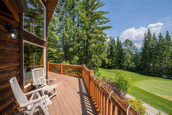 New listing! North Cascades home w/mountain views - great for groups & skiers!