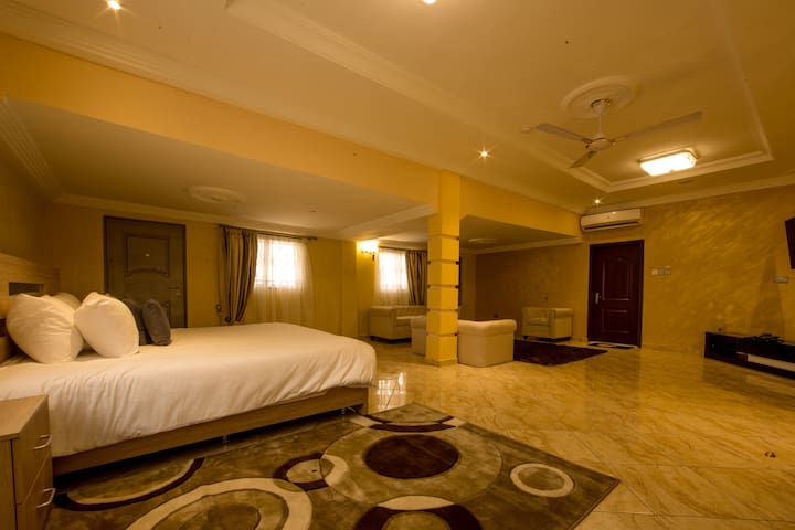 Bays Lodge - Opp The Junction Mall - Accra - Bed & Breakfast