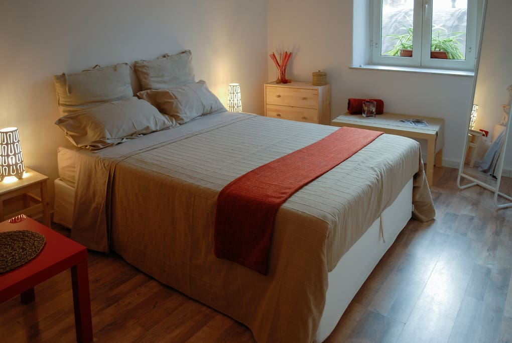 stanza da letto rossa / red bedroom
