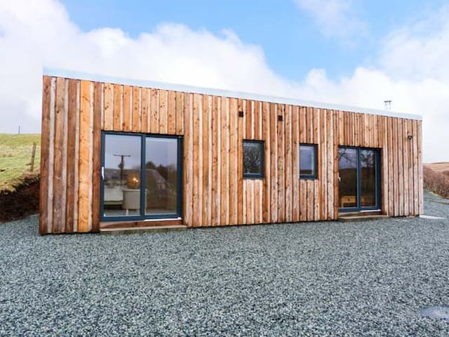 THE CABIN @ SEAVIEW, luxury holiday cottage in Dunvegan, Ref 928733