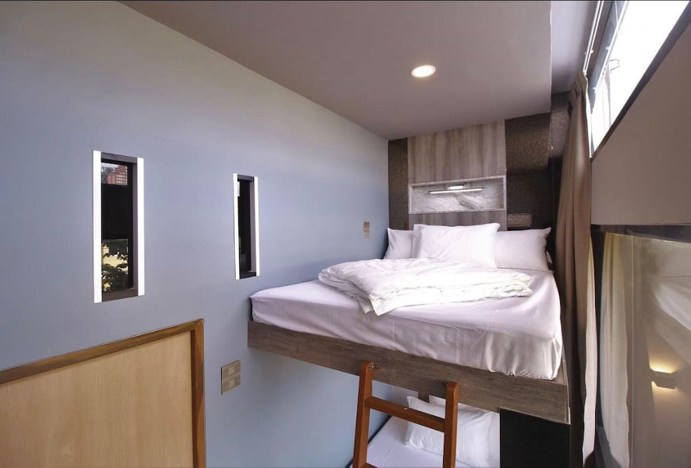 Deluxe Double/Twin Bedroom with City View