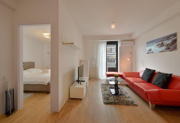 Charming Home w/ Modern Interior Design
