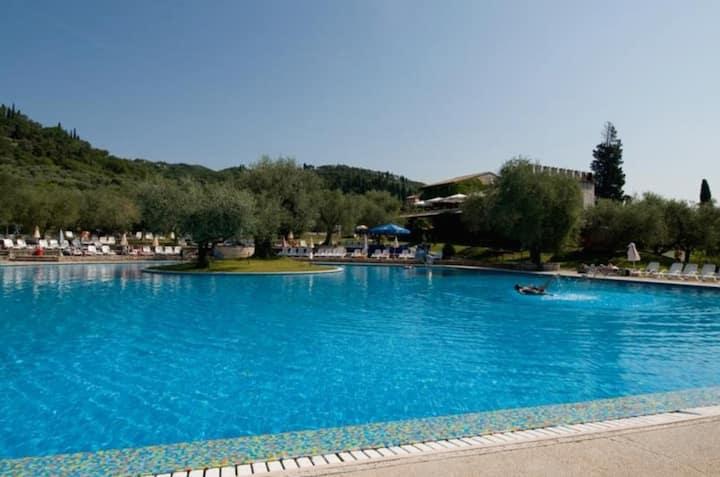 Freshly renovated flat+pool, Lake at200m