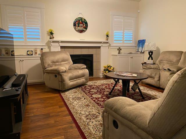 Sunshine Home (Upstairs suite + bonus room)