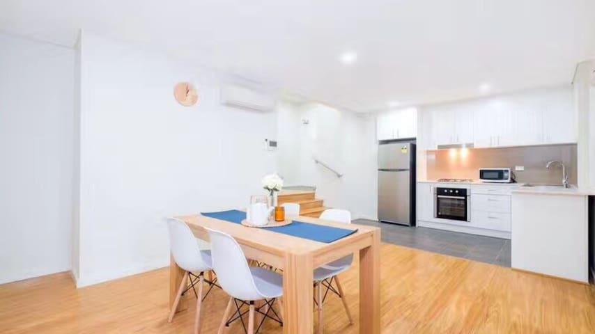 central suburbs-brand new  cosy Apt Strathfield