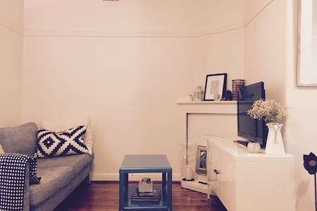 Clean & Homely In Amazing Location - Potts Point - Apartment