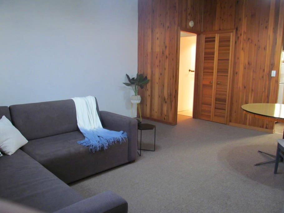 Private 1 bedroom unit superb location townhouses for - 2 bedroom units for rent brisbane ...