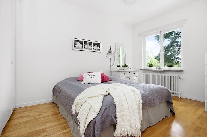 Apartment in cozy area close to the city