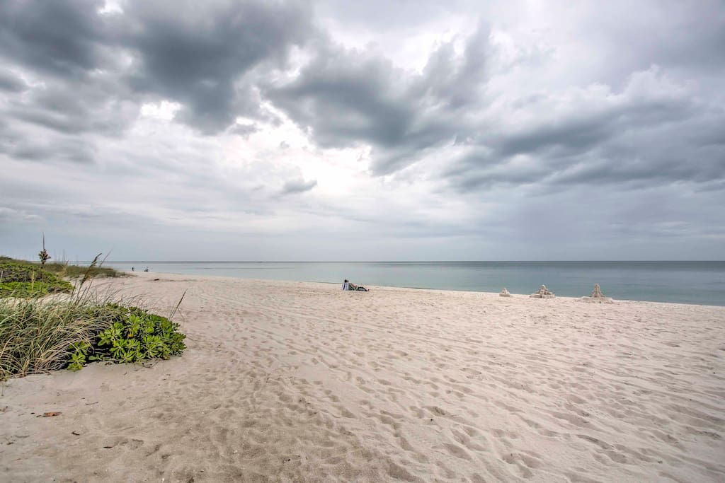 A quiet, relaxing Gulf of Mexico beach awaits you at this home-away-from-home, beachfront destination!