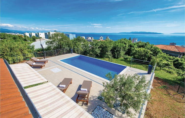 Holiday cottage with 4 bedrooms on 143m² in Rijeka