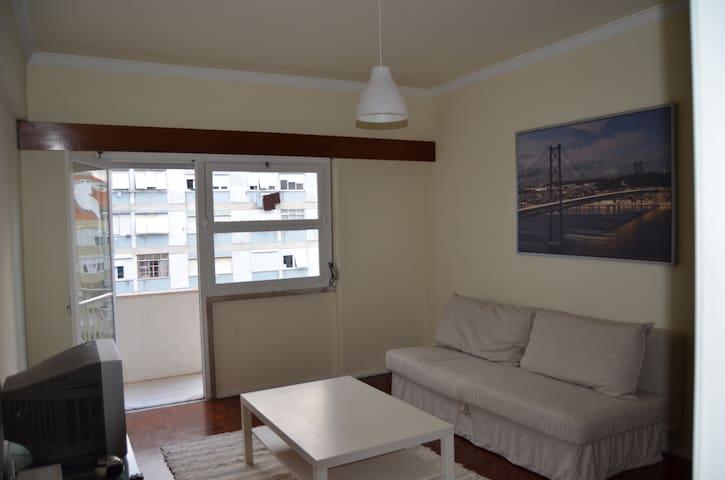 Ótimo apartamento em Benfica - Lisboa - Lejlighed