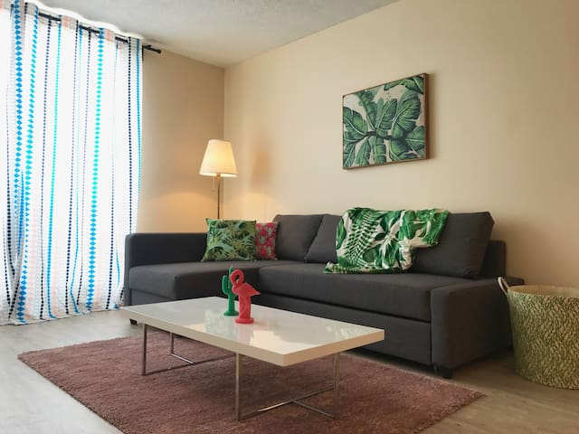 Stylish Apartment Downtown + FREE INDOOR PARKING
