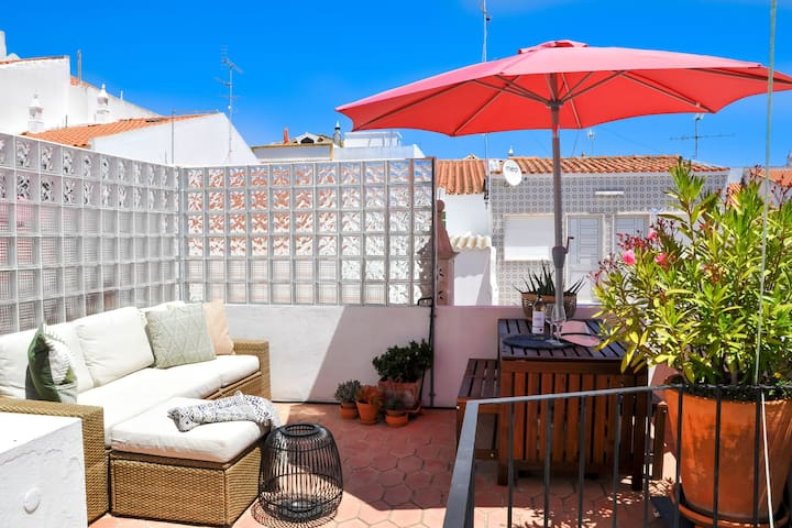 Casa Salto - Charming Townhouse w/ Large Terrace