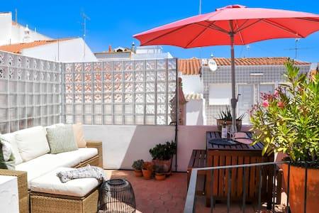 Casa Salto - Charming Townhouse w/ Large Terrace