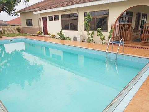 A Bed & a Swim near Univ. of Ghana & Airport