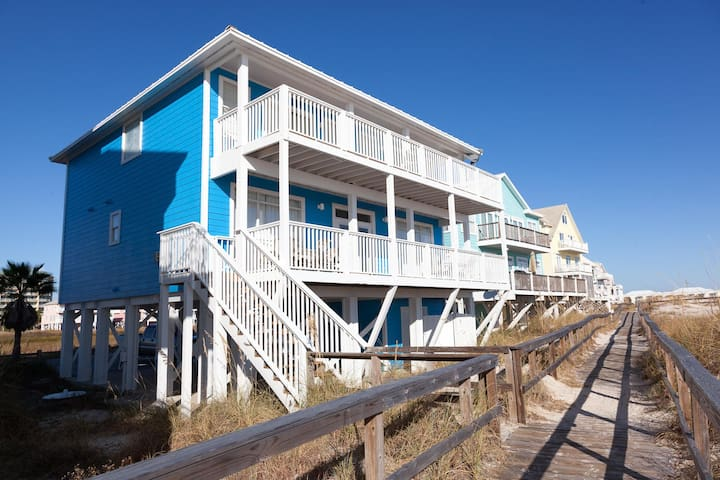 Directly on the beach. Sleeps 15. Gated community. - Gulf Shores