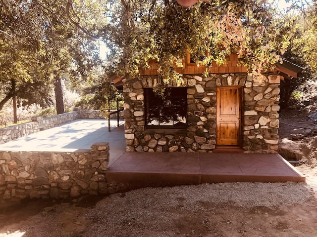 Cabin 22. Jacks Cabin at Historic SnowCrest lodge