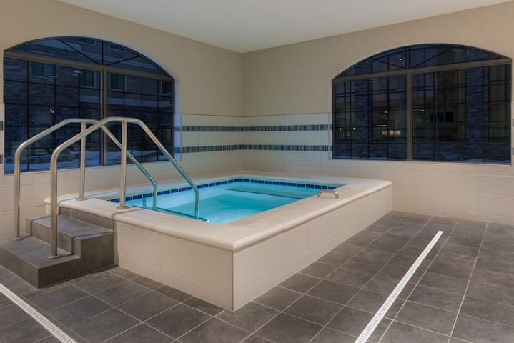 Equipped King Suite | Free Daily Breakfast, Business Center + Heated Indoor Pool Access