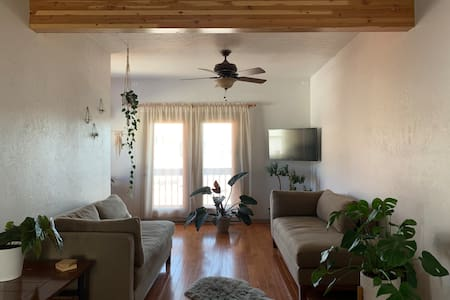 Couple's Getaway ★ Gorgeous Hideout Right In Town