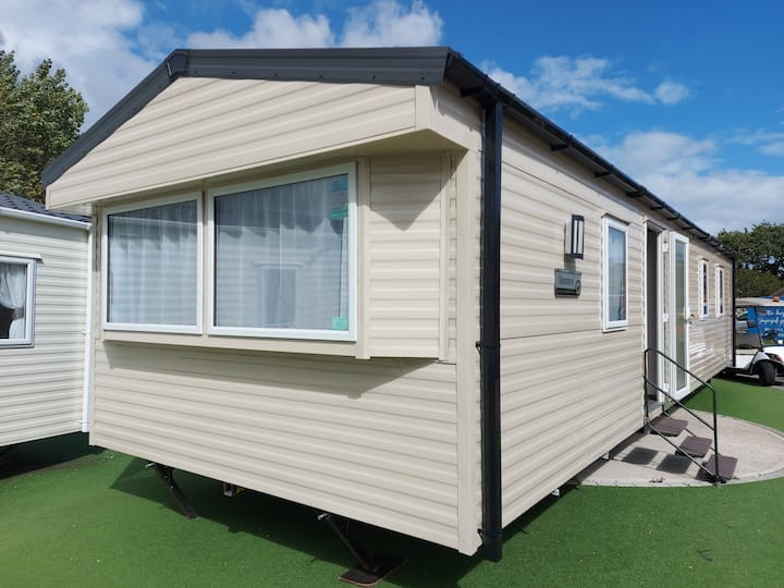 UK Staycation - Brand New Caravan - Coombe Haven