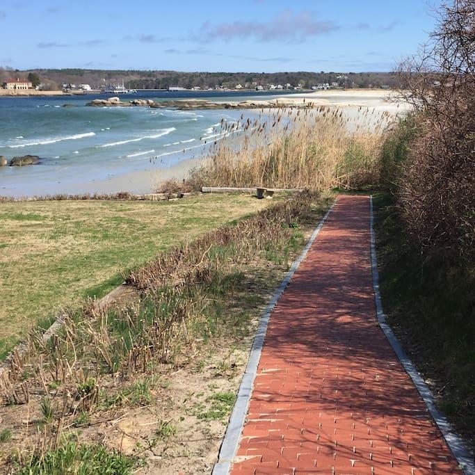 walkway to Wingaersheek Beach