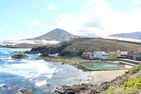 Apartamento con piscina natural En Galdar - Los Dos Roques