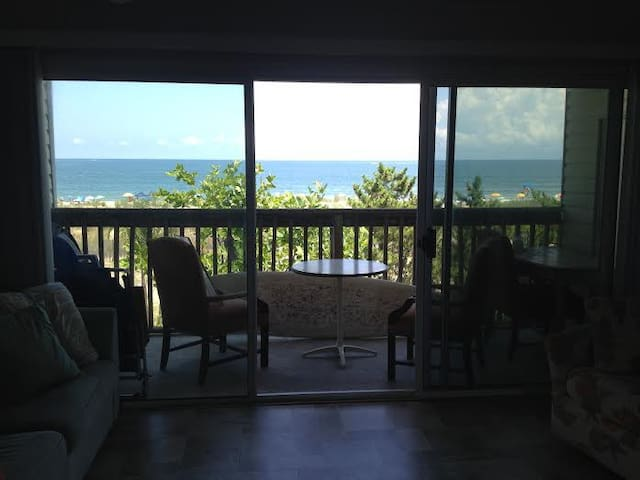Ocean Front view with Balcony, - Ocean City - Apartment