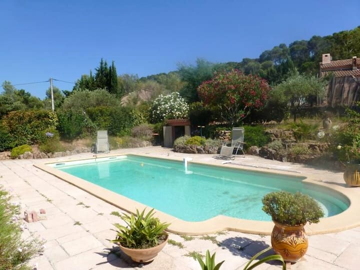 Studio in Pierrefeu-du-Var, with wonderful mountain view, shared pool, enclosed garden - 19 km from the beach