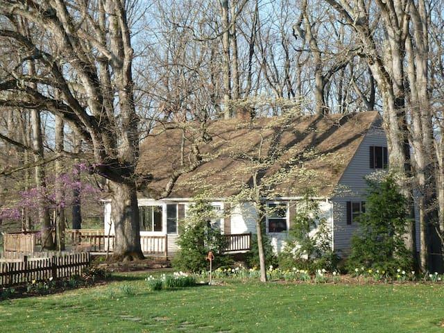 Oak Tree Cottage - beautiful farm, mountain views.