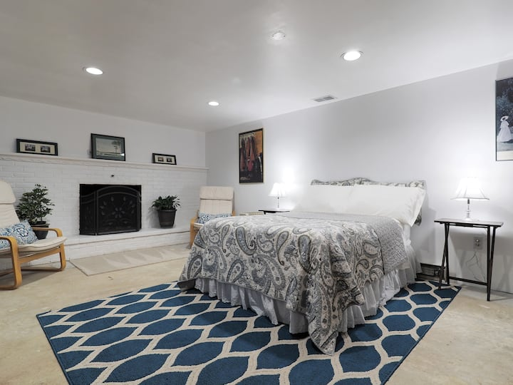 Quiet Studio Basement Apartment