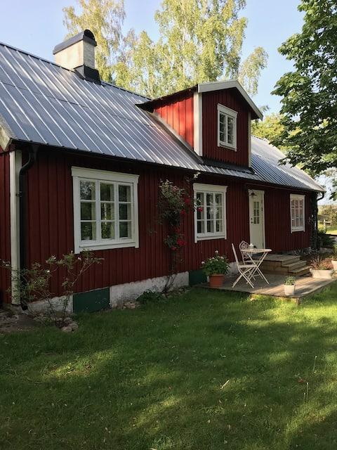 Vackert äldrehus vid Hjörnereds sjöarna.