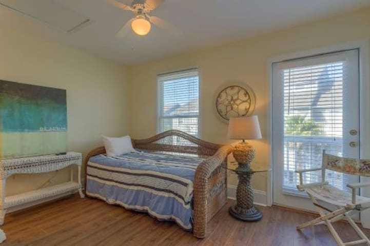 Gulf of Mexico, Gated Community, 2 Pools, Tennis, Ponds, Pet Friendly ~ Barrier Dunes 422-64