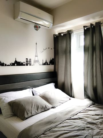 Working AC in main bedroom that will help you to relax after a long day in the city