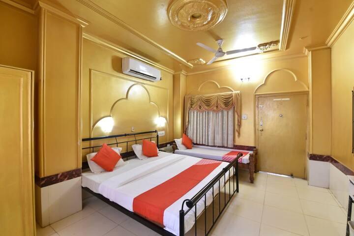 Affordable Room near Railway Station A/C & WIFI.