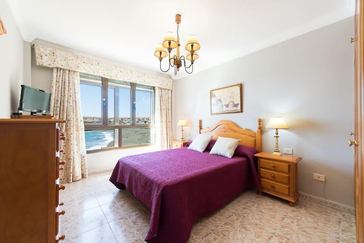 Frente al mar y la playa, apartamento.