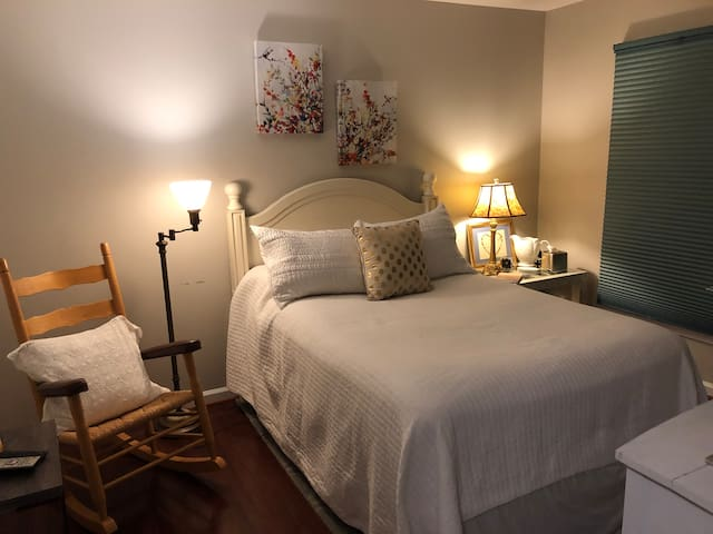 Comfy, private room with pool access near DC