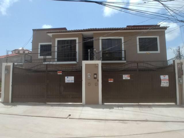 Town house - habitacion privada con a/c (hasta 1)