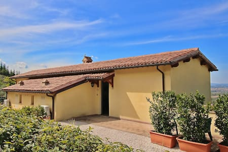 Spacious Farmhouse in Trevi with Swimming Pool