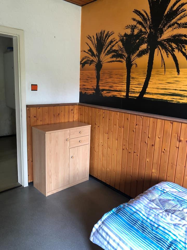 Ruhiges Zimmer für Menschen, die sich benehmen.