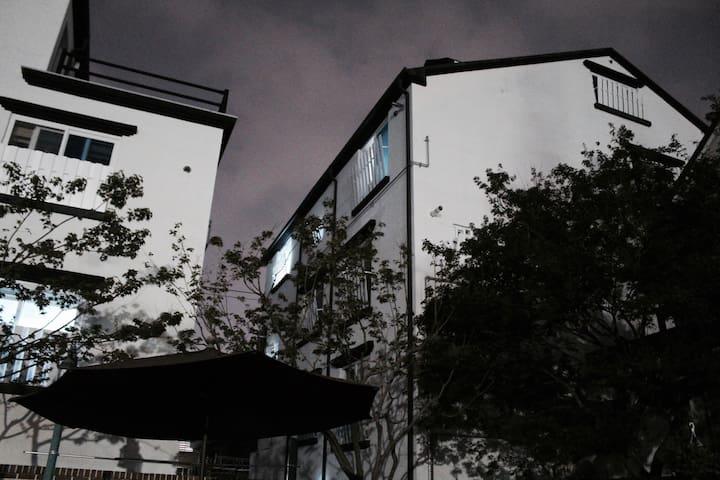 • 집전체 • 주차가능 • 미니멀한 중화산동 원룸 - Jeonju-si - Apartemen