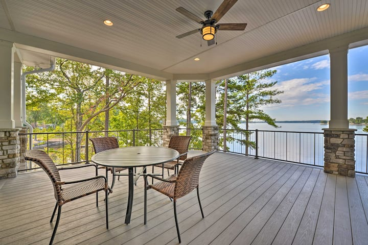 Waterfront Lake Norman House with Private Deck!