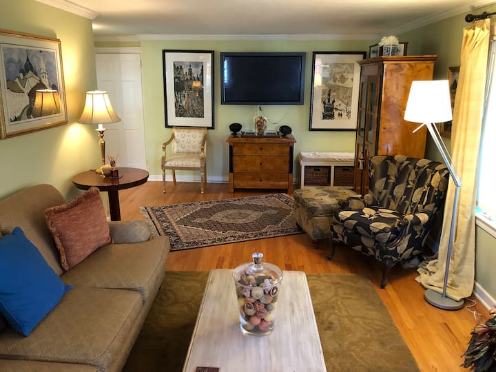 Private 1 or 2 BR Suite in West Hartford Home
