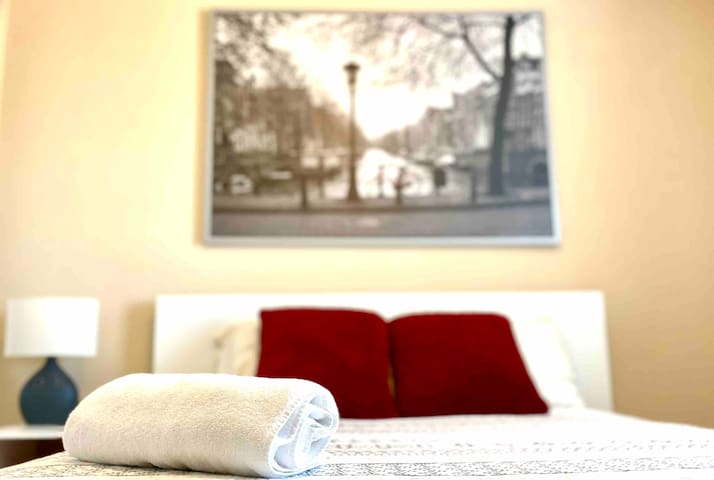 Cozy and Comfortable Room Just 15min From Downtown