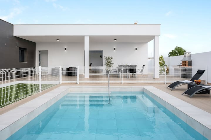 Beautiful Villa Sandra with Pool, Air Conditioning & Terraces; Parking Available, Pets Allowed