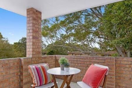 Spacious 2 Bed Unit, Walk To Shops - Gymea