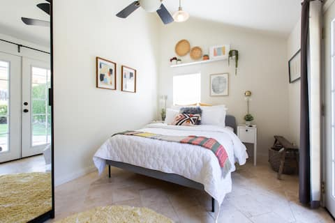 Sunny Culver City Studio + Fire Pit + Outdoor Tubs